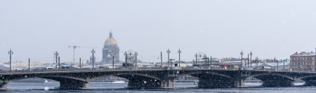 View on Saint Isaac s Cathedrall on the skyline of Saint Petersburg in snowfall Stock Photo - 20550468
