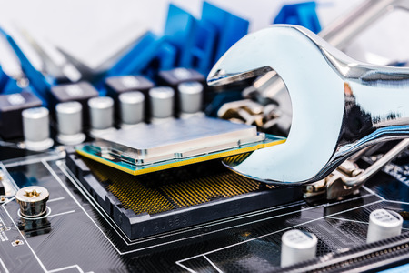 computer protection: Repair of the computer with tools