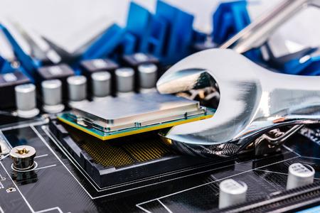 Reparatur des Computers mit Werkzeugen Standard-Bild - 31589948