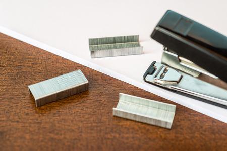 stapler: Stapler and brackets