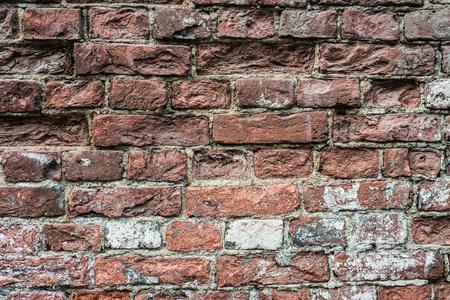 오래된 붉은 벽돌 벽 파괴