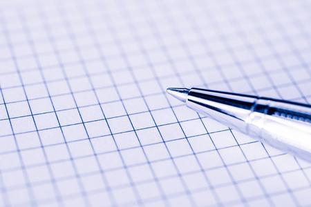 紙のクローズ アップのペン。青の調色のイメージ 写真素材