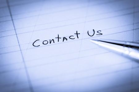 お問い合わせは、ペンでノートに署名します。ケラレと青の調子を整える