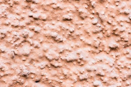 작은 돌이있는 콘크리트 벽