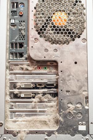 먼지가 많은 오래된 컴퓨터, 후면 패널 커넥터