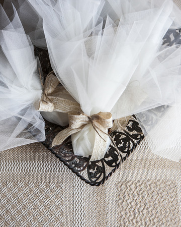 wedding favors: veiling wedding favors in to a metal tray