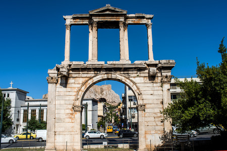 Adrianou-Tor in Athen, Griechenland Standard-Bild - 65674463