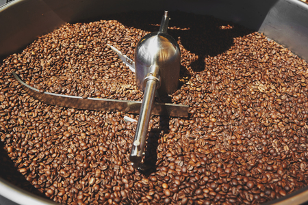 Kaffeeröster Standard-Bild - 71644009