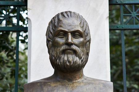 Statue des griechischen Dichters Euripides in Athen Standard-Bild - 72196433