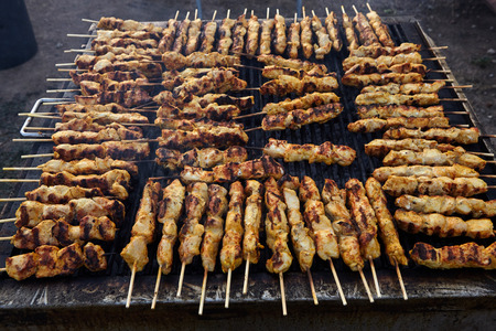 Greek souvlaki.Tasty traditional food from meat of chicken cooking on big barbecue. Standard-Bild - 121627051