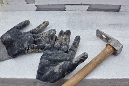 hammer and gloves of a worker. Standard-Bild