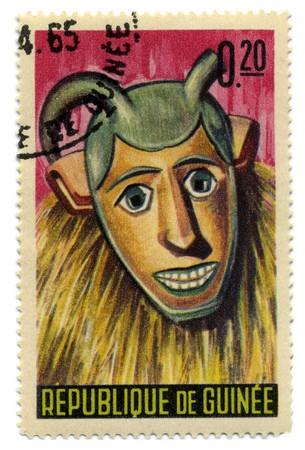 Guinée - CIRCA 1965 : Timbre imprimé en Guinée montre guinéennes masques circa 1965. Banque d'images - 7076888