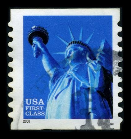 frederic: Estados Unidos-CIRCA 2000: un sello dedicado a la estatua de la libertad (la libertad iluminando el mundo [franc�s: la libertad eclairant le monde]) es una colosal escultura neocl�sica en la isla de la libertad en el puerto de Nueva York, dise�ado por Frederic Auguste Bartholdi y dedicado  Editorial