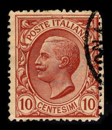 Italia-alrededor de 1906:A sello impreso en Italia muestra la imagen de Víctor Manuel III (italiano: Vittorio Emanuele III; el 11 de noviembre de 1869-28 de diciembre de 1947) fue un miembro de la casa de Saboya y rey de Italia (29 de julio de 1900-9 de mayo de 1946), alrededor de 1906. Editorial