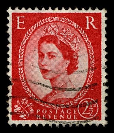 postmark: ENGLAND-ca. 1952:A Briefmarke in ENGLAND gedruckt zeigt Bild von Elizabeth II (Elizabeth Alexandra Mary, 21. April 1926 geboren) ist die konstitutioneller Monarch des Vereinigten K�nigreichs in rot, 1952. Editorial