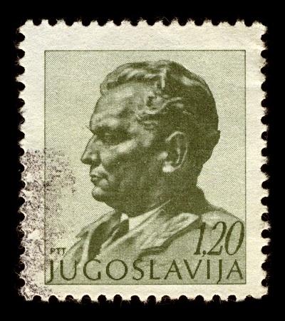 statesman: Jugoslavia-CIRCA 1972: Un timbro stampato in Jugoslavia mostra l'immagine di Josip Broz Tito era un rivoluzionario jugoslavo e statista, circa 1972.
