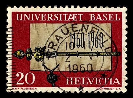 scettro: Svizzera-CIRCA 1960: Un timbro stampato in Svizzera mostra l'immagine di Grundungsurkunde scettro e l'Universit� di Basilea, circa 1960. Editoriali