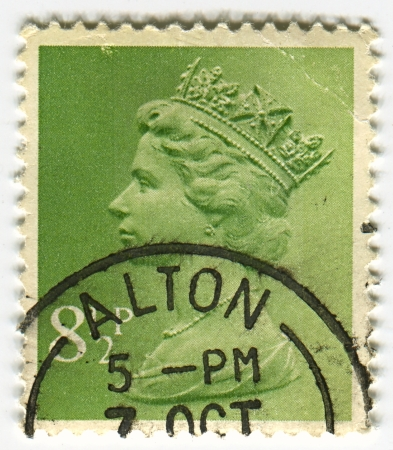 alexandra: UK-CIRCA 1960:A stamp printed in UK shows image of Elizabeth II is the constitutional monarch of 16 sovereign states known as the Commonwealth realms, head of the 54-member Commonwealth of Nations, in green, circa 1960.