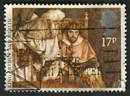 merlin: Reino Unido - alrededor de 1985: Un sello impreso en Reino Unido muestra la imagen del rey Arturo y Merl�n, leyendas art�ricas, alrededor de 1985.