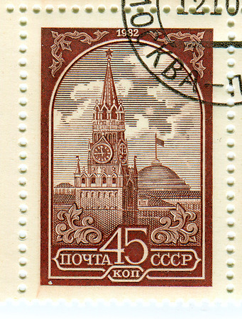 kreml: USSR - CIRCA 1982: A stamp printed in USSR shows image of The Moscow Kremlin, usually referred to as the Kremlin, is a fortified complex at the heart of Moscow, circa 1982.