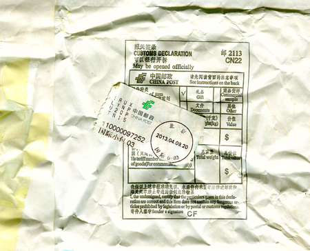 中国 - 2016 年頃: 2016 年頃の中国の郵便切手と封筒の折返し側。