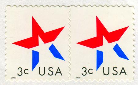 GOMEL, BIELORRUSIA, 27 DE NOVIEMBRE DE 2017, sello impreso en los EE. UU. Muestra imagen de la bandera americana, circa 2002. Editorial