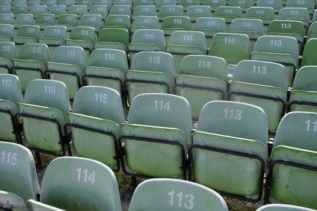 sports venue: Filas de asientos de pl�stico en lugar de deportes