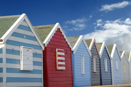 Beach huts and blue sky Banque d'images