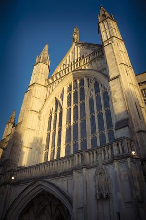 winchester: La luce del sole su Winchester Cathedral