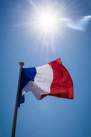Französisch Flagge und Sonnenschein