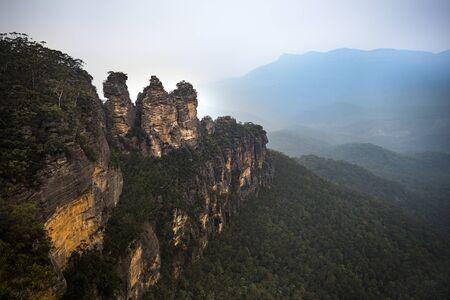 Three Sisters rock formation in Blue Mountains Australia Stok Fotoğraf