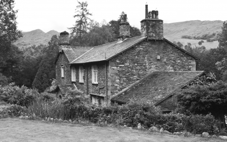 Old stone cottage in countryside Stock Photo - 19074237