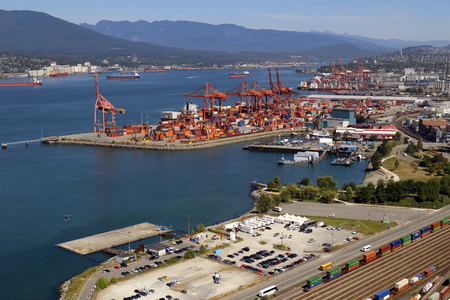 Downtown Vancouver, British Columbia, Canada, looking toward docks and railway. Standard-Bild - 105960816
