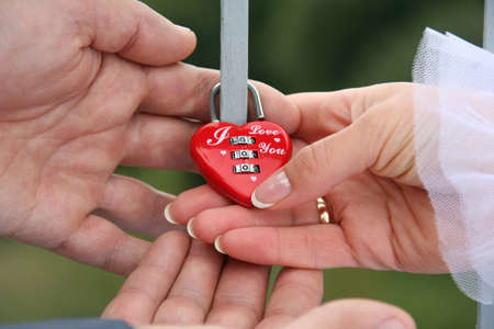 reciprocity: The bride and groom closed lock on which is written - I love you