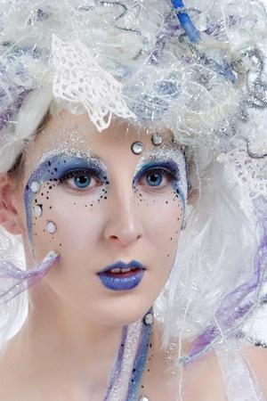 maquillaje de fantasia: Mujer con maquillaje etapa pesado como un hada de invierno. Foto de archivo
