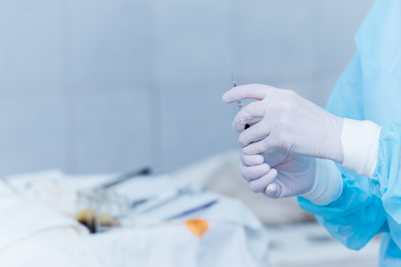 hands of an anesthesiologist with a syringe, anesthetizing the patient Archivio Fotografico