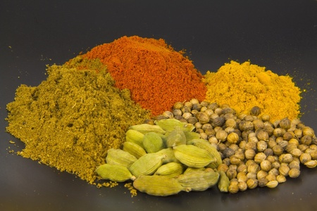 close up of curry spices isolated on a black background Imagens - 9156947