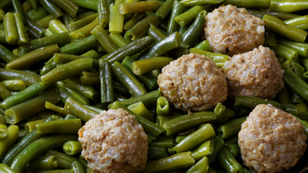 haricot vert: Closeup stewed noisettes with green french bean