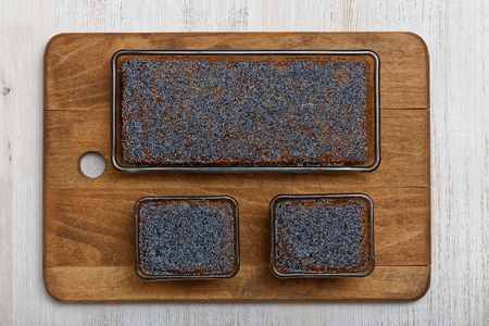 flavours: Lemon and poppyseed cake is a baking classic, packed with zesty flavours. Top view. Stock Photo