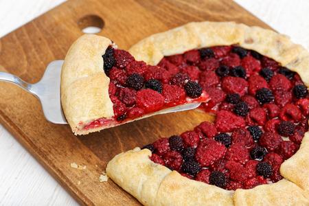 Homemade raspberries pie with a piece cut off Zdjęcie Seryjne