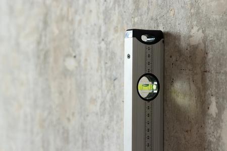 Drywall sheet and construction level near the wall Фото со стока