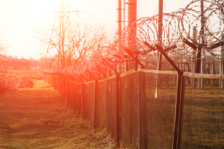 Barbed wire close-up. Conclusion, restriction of freedom. Banque d'images - 122341076
