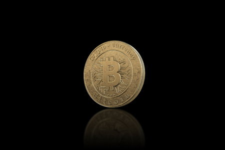 Gold coin Bitcoin on a black background. The concept of crypto currency. Blockchain technology. Imagens - 122720597