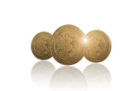 Gold coin Bitcoin on white background. The concept of crypto currency. Blockchain technology. Imagens - 122720596