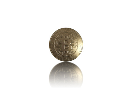 Gold coin Bitcoin on white background. The concept of crypto currency. Blockchain technology. Imagens - 122720569
