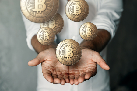 Gold coin Bitcoin in the hand. The concept of crypto currency. Blockchain technology. Imagens - 122720081