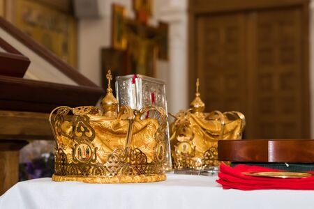 two wedding crowns in the church 스톡 콘텐츠