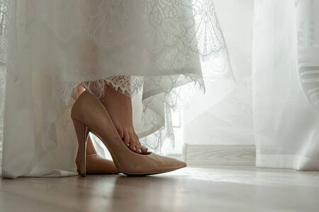 wedding shoes, brides, fees. The concept of marriage, family relationships, wedding paraphernalia 免版税图像