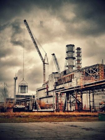 industrieel: Het vierde blok van de kerncentrale van Tsjernobyl, buis verwijderen