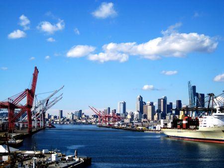 Puerto de Seattle fue capturado puente de la carretera va a oeste de Seattle con un punto de vista de la ciudad desde el Sur.
